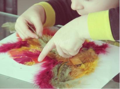 activité créative enfant pâques plume poule