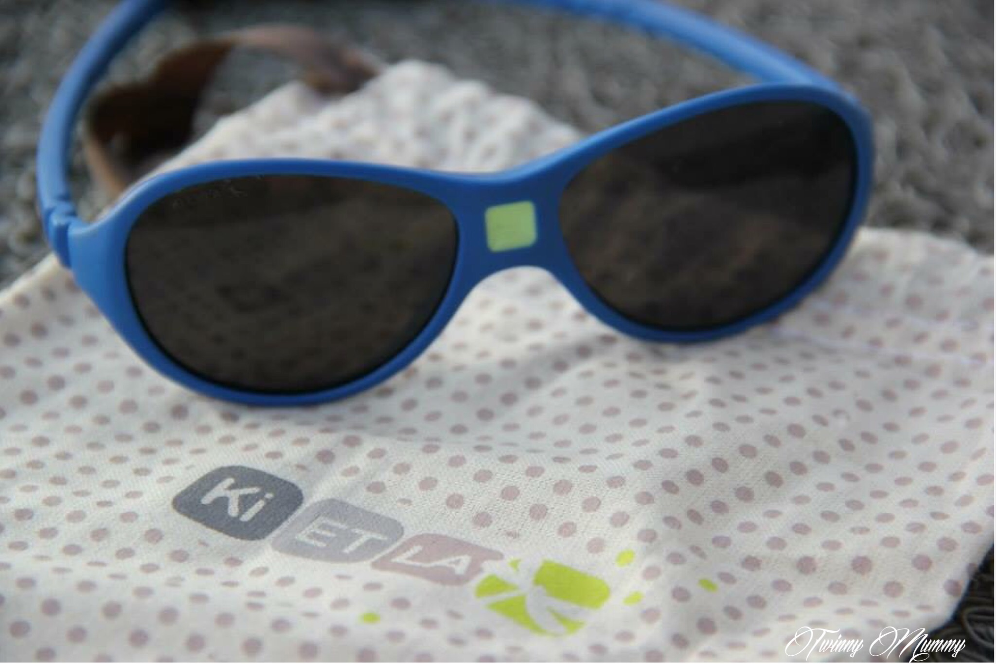 La branchées lunettes Les Love ET de soleil Bébé Ki de rYtZY 53106e99dea9