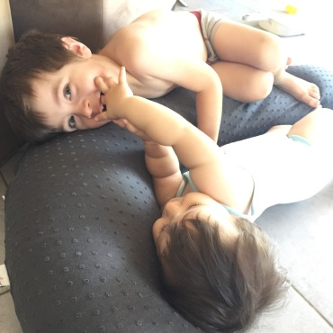 coussin maternité allaitement plumetis Babymoov Twinny Mummy
