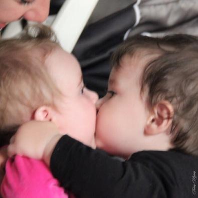 bébé love amoureux bisous twinny mummy