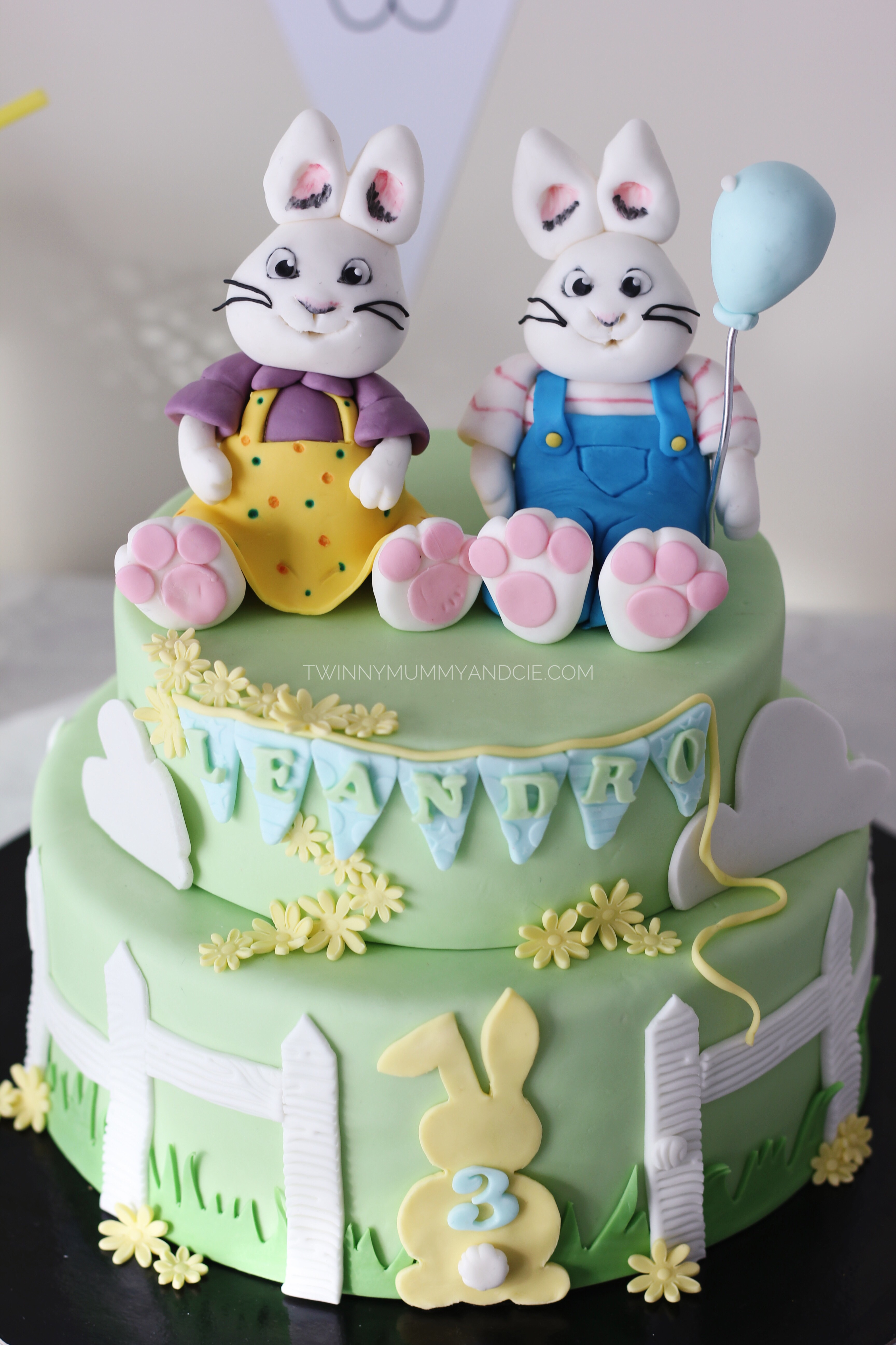 gateau anniversaire garcon max et ruby lapin 3 ans. Black Bedroom Furniture Sets. Home Design Ideas